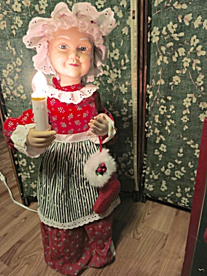 Motionettes Animated Mrs. Santa in box  (Image1)