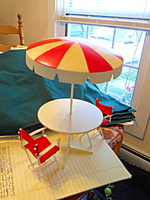 Barbie Doll Picnic Table  Chairs Umbrella 1984 (Image1)