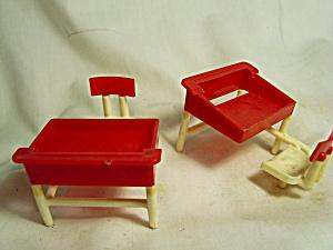 Dollhouse School Desk Thomas Mfg set of 2 (Image1)