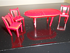 Dollhouse Table And 3 Chairs