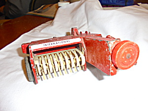Ertl International Harvester Hay Baler 1/16
