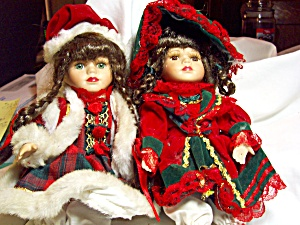 Porcelain Doll Pair in Red and Green (Image1)