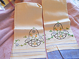 Linen Floral Embroidered Hand Towels set of 2 (Image1)