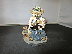 Boyds Bears And Friends The Collector Figurine