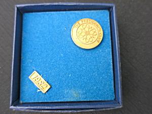 Avon The Presidents Club pin 1982 (Image1)