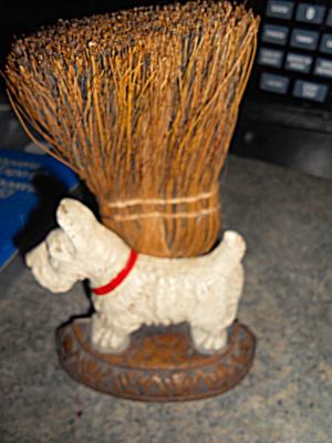 Scottie Dog whisk broom Brush Holder Wood (Image1)