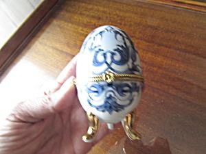 Porcelain Footed Egg Trinket Box Blue on white (Image1)