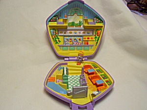 Polly Pocket Diner With Doll Bluebird 1992