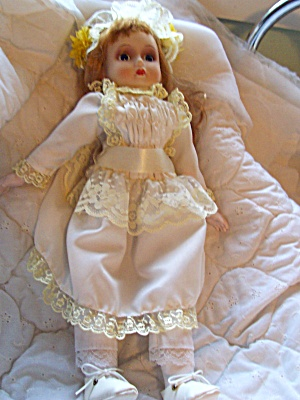 Musical Porcelain Doll 16 inch (Image1)