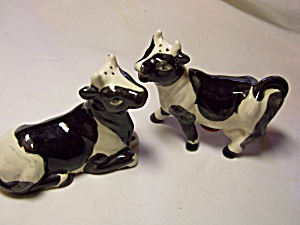 Cow Salt and Pepper Shakers Black and White (Image1)