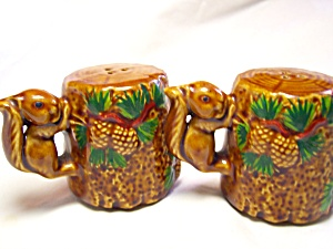 Squirrel Salt and Pepper Shakers Japan (Image1)