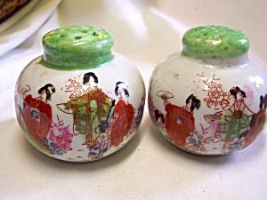 Geisha Girls Salt and Pepper Shakers Set  (Image1)