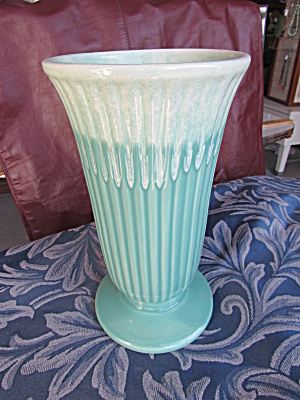 Coronet 211 USA Vase Green with a spattered white top (Image1)