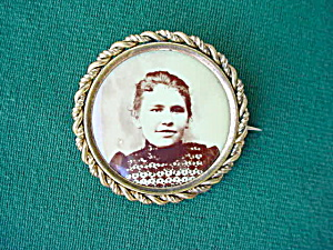Early, Young Lady Photo Brooch Pinback (Image1)