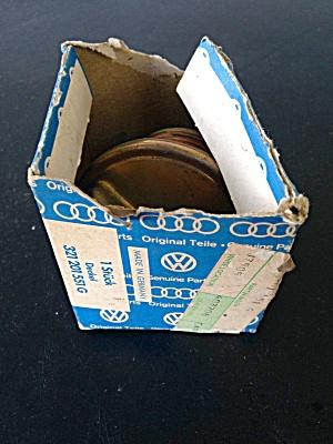 Volkswagen Gas Cap w/Org. Box (Image1)