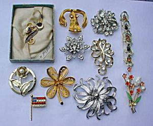 Group of Costume Jewelry Brooch Pins #1 (Image1)