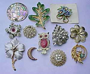 Group of Costume Jewerly Brooch Pins #2 (Image1)