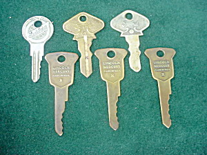 Lot of Old Automobile Keys (Image1)