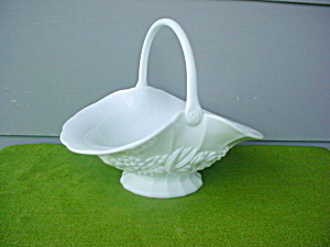 Lg. Milk Glass Handled Fruit Basket (Image1)