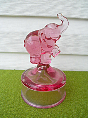 Fenton Glass Animal Elephant on Bust (Image1)