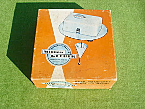 1950's Minnow Keeper w/Org. Box & Instruction (Image1)