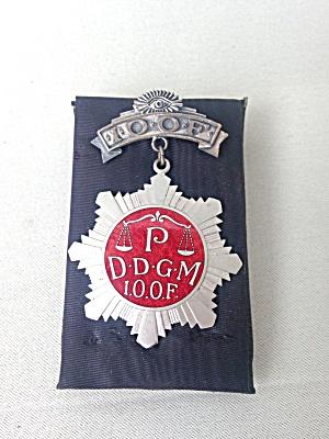 Odd Fellows Fraternal Badge P.D.D.G.M. (Image1)