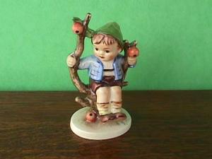 Hummel Figurine Apple Tree Boy (Image1)