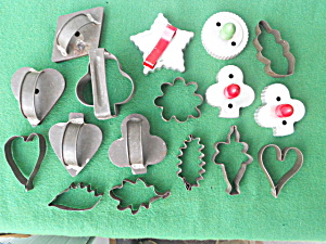 Lot of Old Cookie Cutters (Image1)
