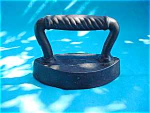 Early Small Size Sad Iron (Image1)