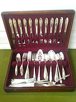 Onieda 93 Pc. QUEEN BESS Flatware Set (Image1)
