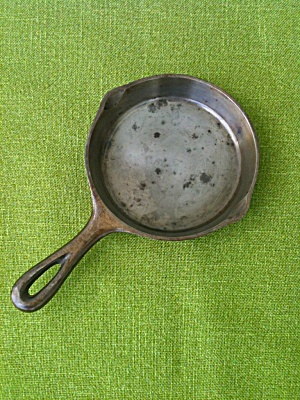 Salesman Sample? Skillet Chicago Hardware  (Image1)