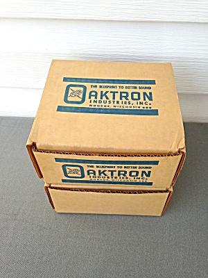 Pr. Vintage Oaktron Speakers w/Boxes (Image1)