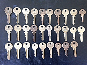 29 Old YALE Keys  (Image1)