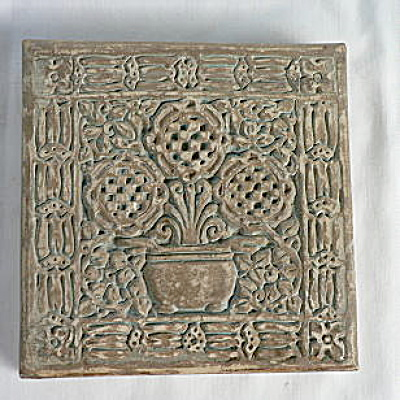 Batchelder Tile with 3 Checked Flowers in an Urn #1 (Image1)
