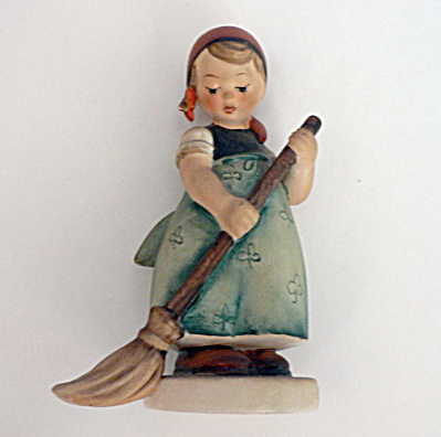 Little Sweeper Hummel Figurine � #171 TMK4 (Image1)
