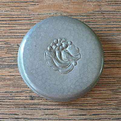 Pewter Arts & Crafts Box (Image1)