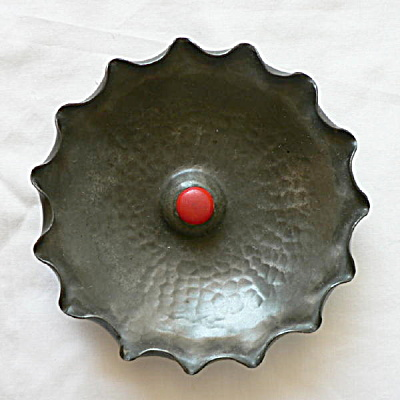 Nekrassoff Pewter Dish with Bakelite Button (Image1)