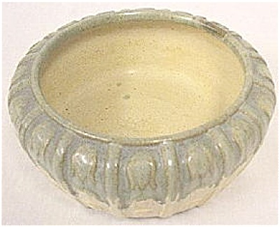 Verdantone pot with embossed design - Zanesville (Image1)