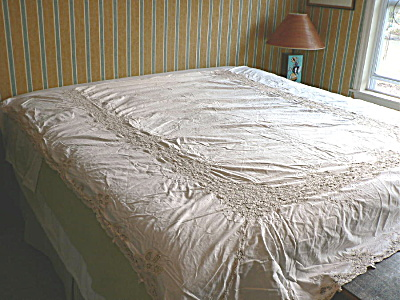 Vintage Lace Single Bed Cover (Image1)