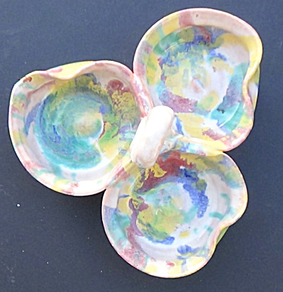 A Low Triple Dish Rainbow Drip with a Loop Handle (Image1)