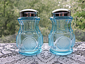 Fostoria Blue Coin Salt & Pepper Shakers (Image1)