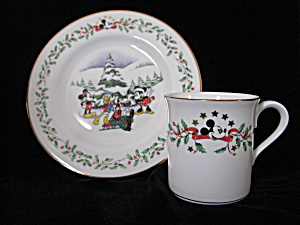 Lenox Holiday Disney Mug &  Plate Set (Image1)