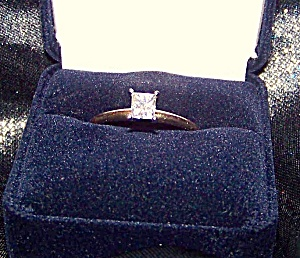 Ladies 14K Y gold solitaire style ring certified.. (Image1)