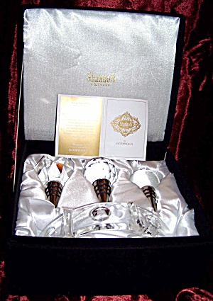 Set of Shannon Crystal wine bottle stoppers. (Image1)