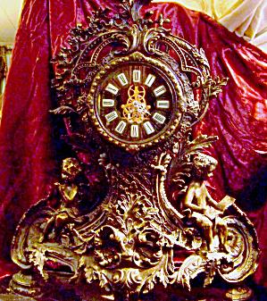 Massive tabletop clock antique. (Image1)