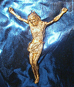 Crucifix gold  pendant 14- 18 karats handcrafted w. over 200 diamonds. (Image1)