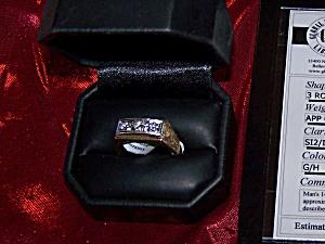 Man's 14K Yellow Gold ring w/ 3 round brilliant diamonds. (Image1)