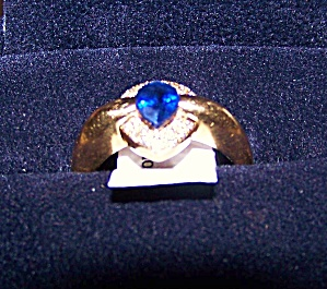 Ladies 14K Yellow gold ring w/ natural sapphire stone. (Image1)