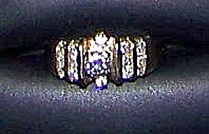 Ladies  14k yellow gold ring w/ brilliant center diamond, 14 diamonds (Image1)