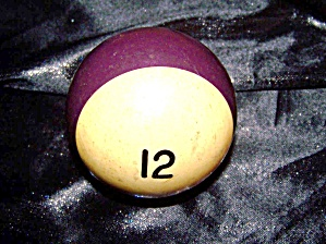 Antique billiard ball '12' bakelite. (Image1)